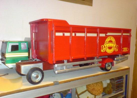 truk gandeng fuso mainan