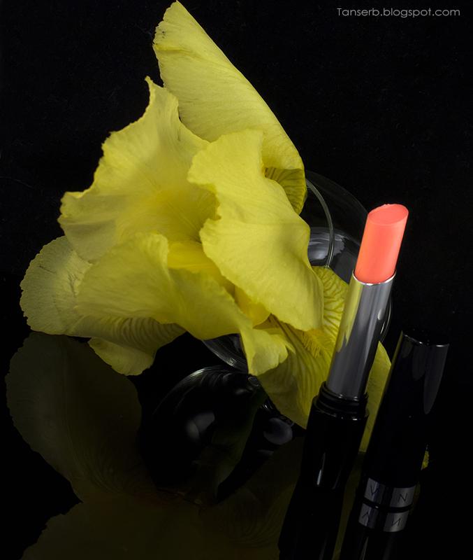 "Помада Avon ""Невесомость"" в оттенке Daffodil petal / Лепесток нарциссов"