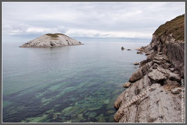 Costa Quebrada: Playa de Covachos (Cantabria)