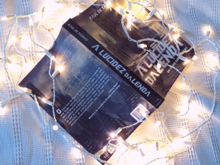 resenha-a-lucidez-da-lenda-raul-de-taunay-ensaio-sobre-futuro-editora-pandorga-literatura-nacional-distopia-corporativa-leitura-historia-critica-livro-mademoisellovesbooks