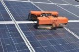 太陽光発電パネル掃除ロボット!水を使わず清掃!