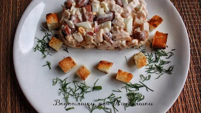 Салат из копченой куриной грудки и фасоли