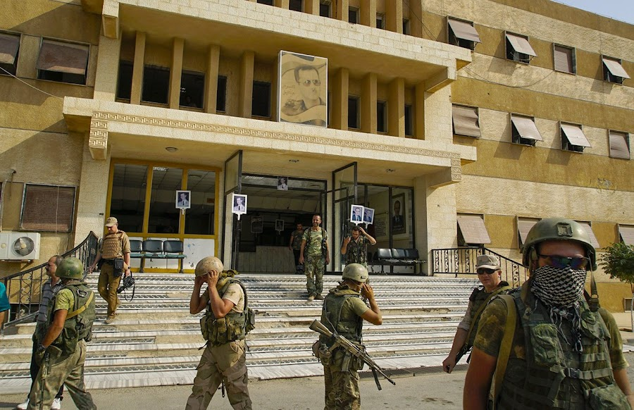 В день авиаудара американцев по сторонникам Башара Асада в Сирии погибли пятеро россиян. Их там нет!