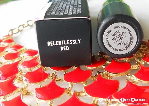 MAC+Retro+Matte+Lipstick+ RelentlesslyRed+Swatch+Review+Pictures+ETM
