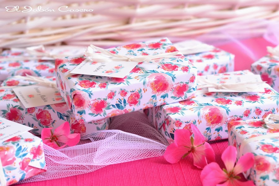Detalles para boda romántica jabones personalizados