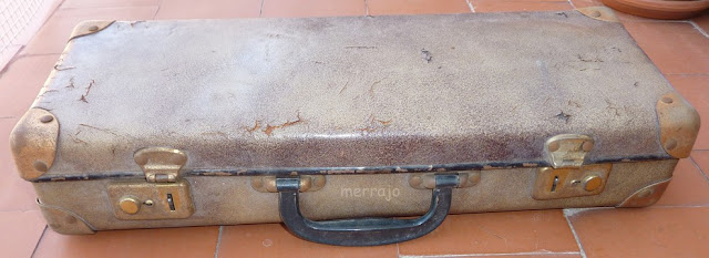 http://merrajo.blogspot.com.es/2016/04/como-restaurar-un-maletin-de-cuero.html