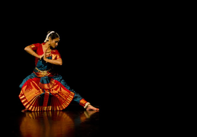 में गजल तेरी आंखो में लिखता Hindi Kavita By Naresh K. Dodia
