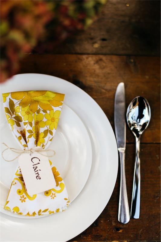 detalle servilleta en el plato boda chicanddeco