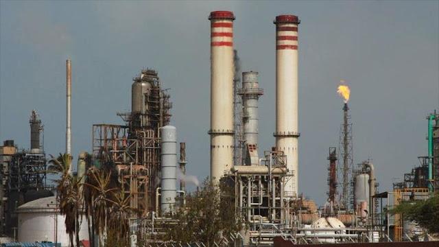 EEUU avisa a sus refinerías que planea sancionar crudo venezolano