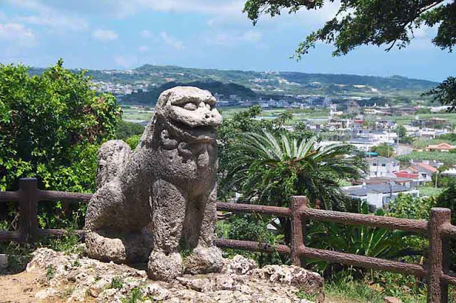 tourist attraction in Okinawa, stone lion