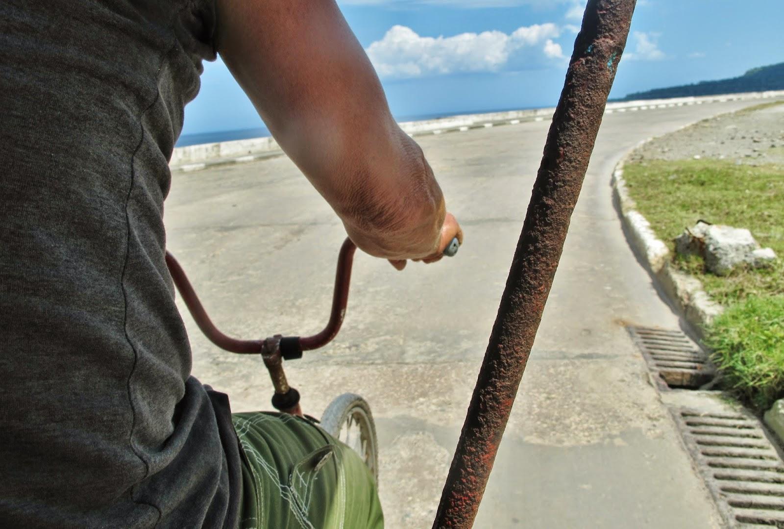 Bicitáxi em Baracoa, uma das regiões mais remotas de Cuba.