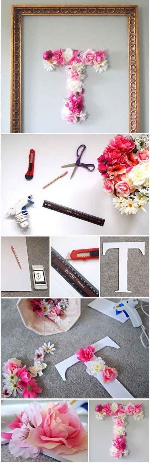 Faça uma letra do alfabeto bastante decorativa utilizando flores de plástico. Serve bem para decoração de quarto de meninas adolescentes! Muito fácil e rápido de fazer, em poucas horas você termina! Veja pelas imagens como é a montagem.