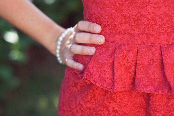 Invitada perfecta verano 2015. Detalle vestido rojo. Vestido Indiana. La Böcöque. Ideal para evento verano, boda, fiesta, cena romántica