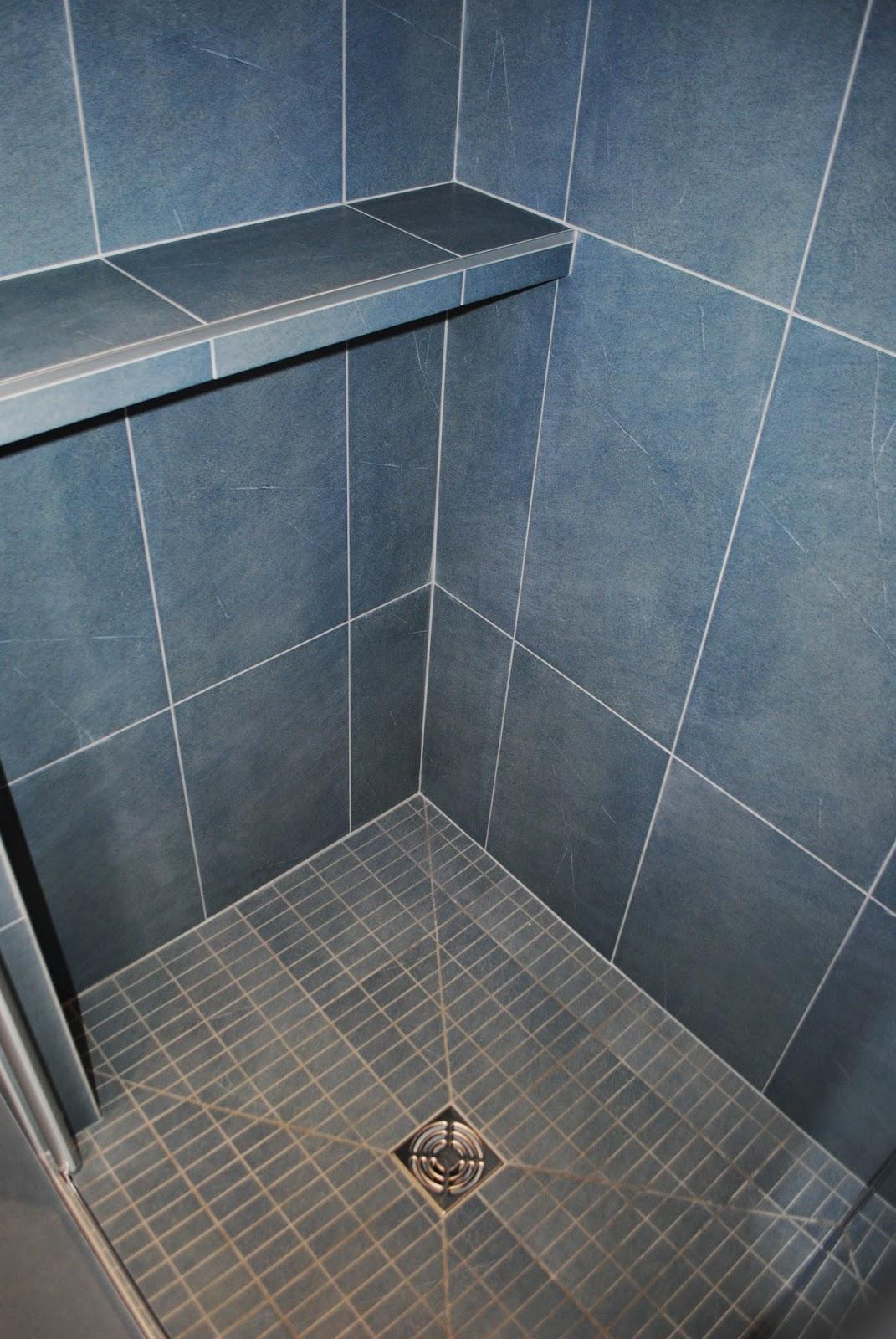 installation d 39 une petite salle de bains haut de gamme tres nature a locoal mendon. Black Bedroom Furniture Sets. Home Design Ideas