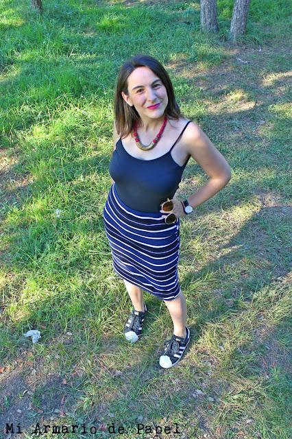 Cómo Combinar una Falda de Tubo con Rayas - Opción Comfy