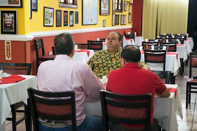 Chef conversa com os proprietários do restaurante Los Molinos - Divulgação/Band