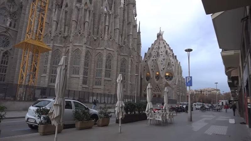 Barcelona Tour Guide