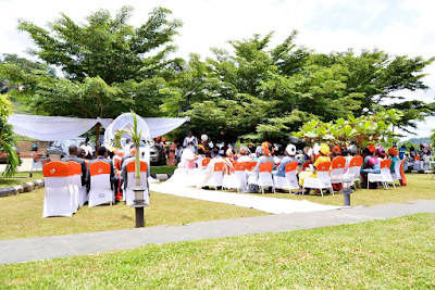 Couple Who Dated 13 Years Hold Garden Wedding...(photos)