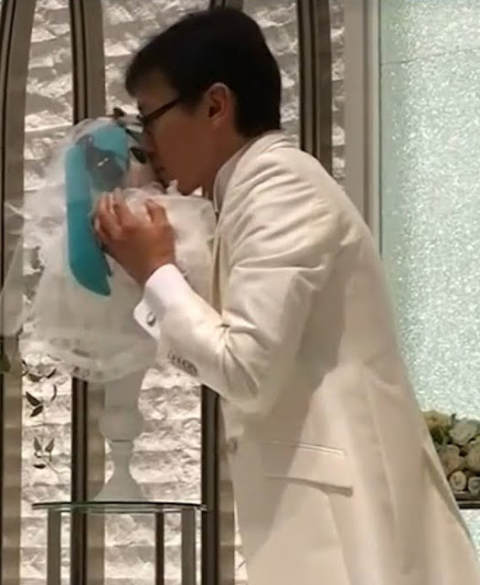 35-Year-Old Man In Japan Marries An Anime Pop Star Hologram