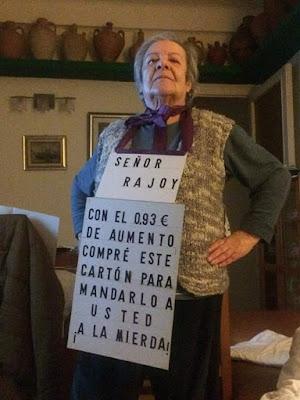 Jubilada , cartón, Rajoy , pensión