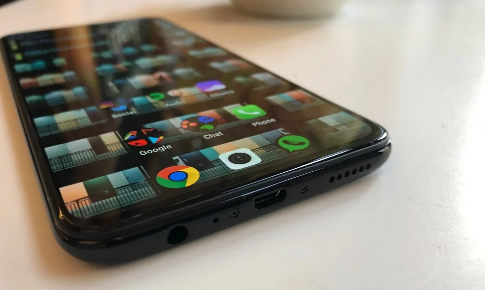 Vivo V11: smallest smartphone notch yet, in-display fingerprint reader updated, excellent battery life