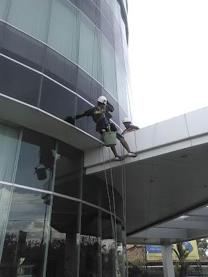 cuci gedung
