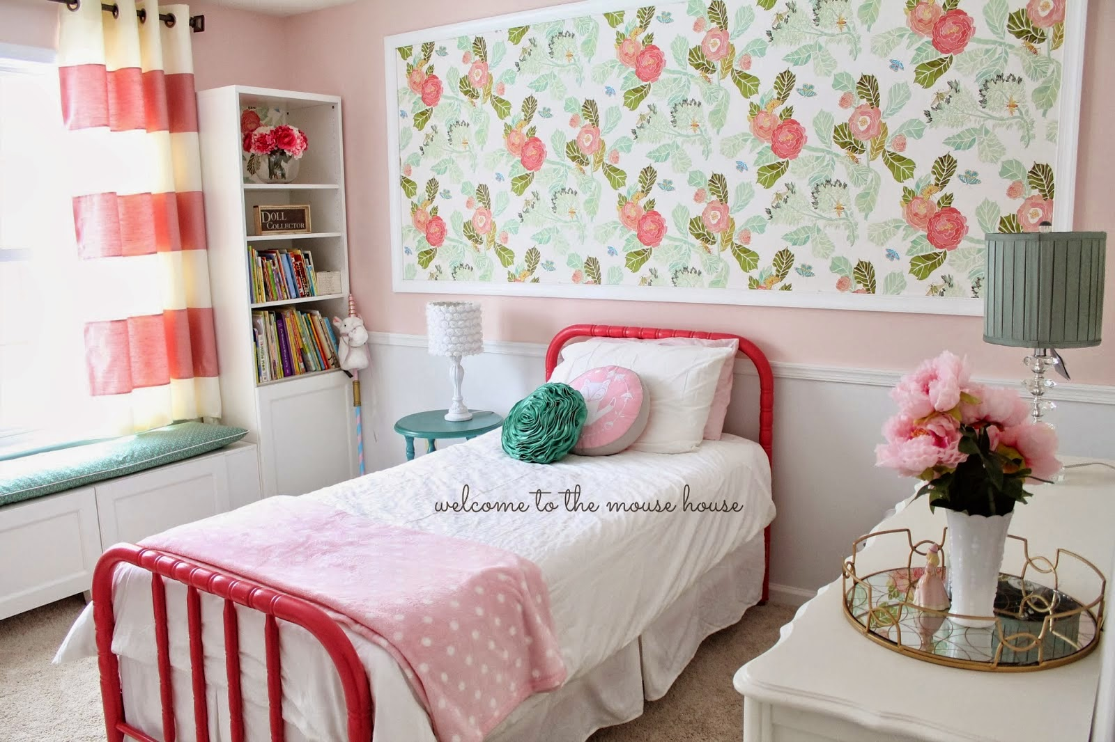 pretty floral girl room