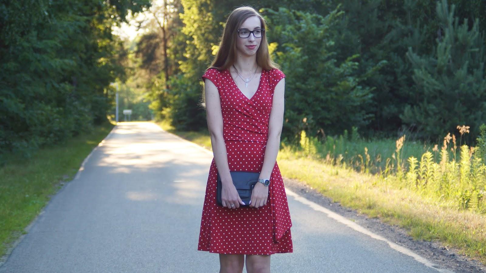 Przegląd sukienek z Bonprix - Grochy w stylu lat 60.