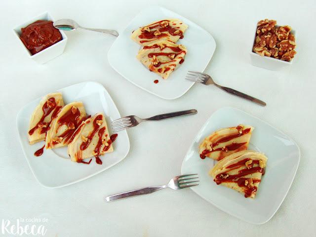 Crêpes rellenos de dulce de leche con nueces