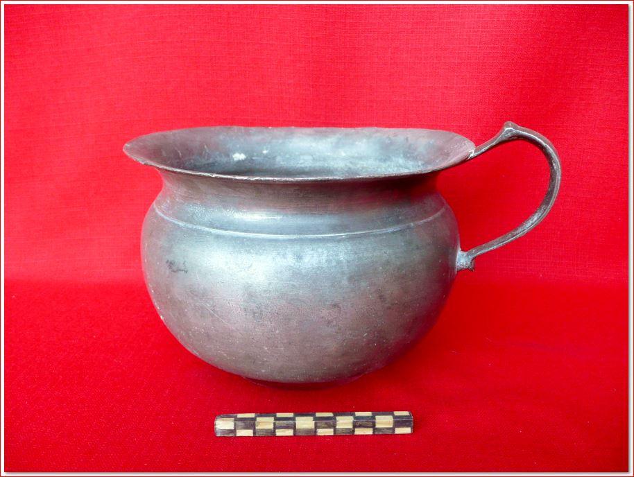 Vieux outils et art populaire pot de chambre et urinal for Pot de chambre camping