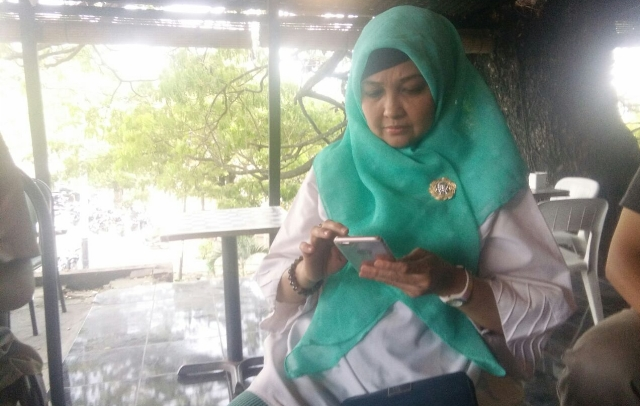 Reses ke Soppeng, Hj Andi Nurhidayati Ngopi Bareng Wartawan