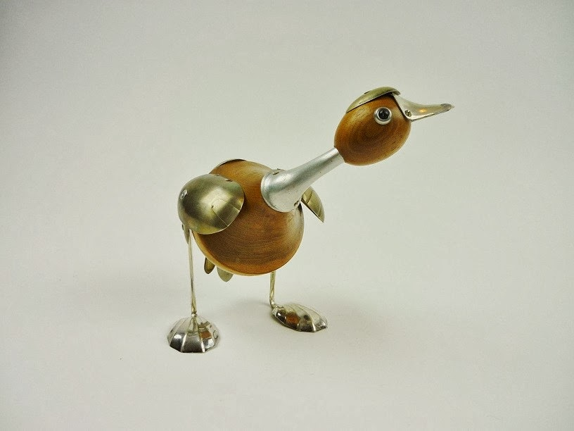 09-Gander-Sculptor-Recycled-Animal-Sculptures-Dean-Patman-Graphic-Design-www-designstack-co