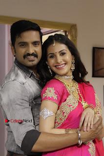 Santhanam Amyra Dastur Starring Odi Odi Uzhaikkanum Tamil Movie Stills  0003.jpg