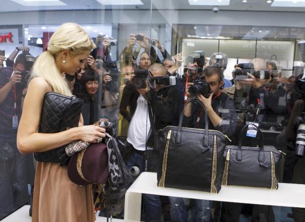 Cabina Armadio Paris Hilton.Celeb68 Paris Hilton Foto Shopping In Polonia