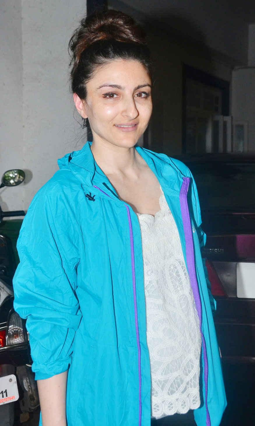 Soha Ali Khan Spotted at Saif Ali Khan House