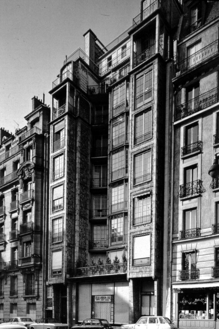 Hidden Architecture Rue Franklin Apartments