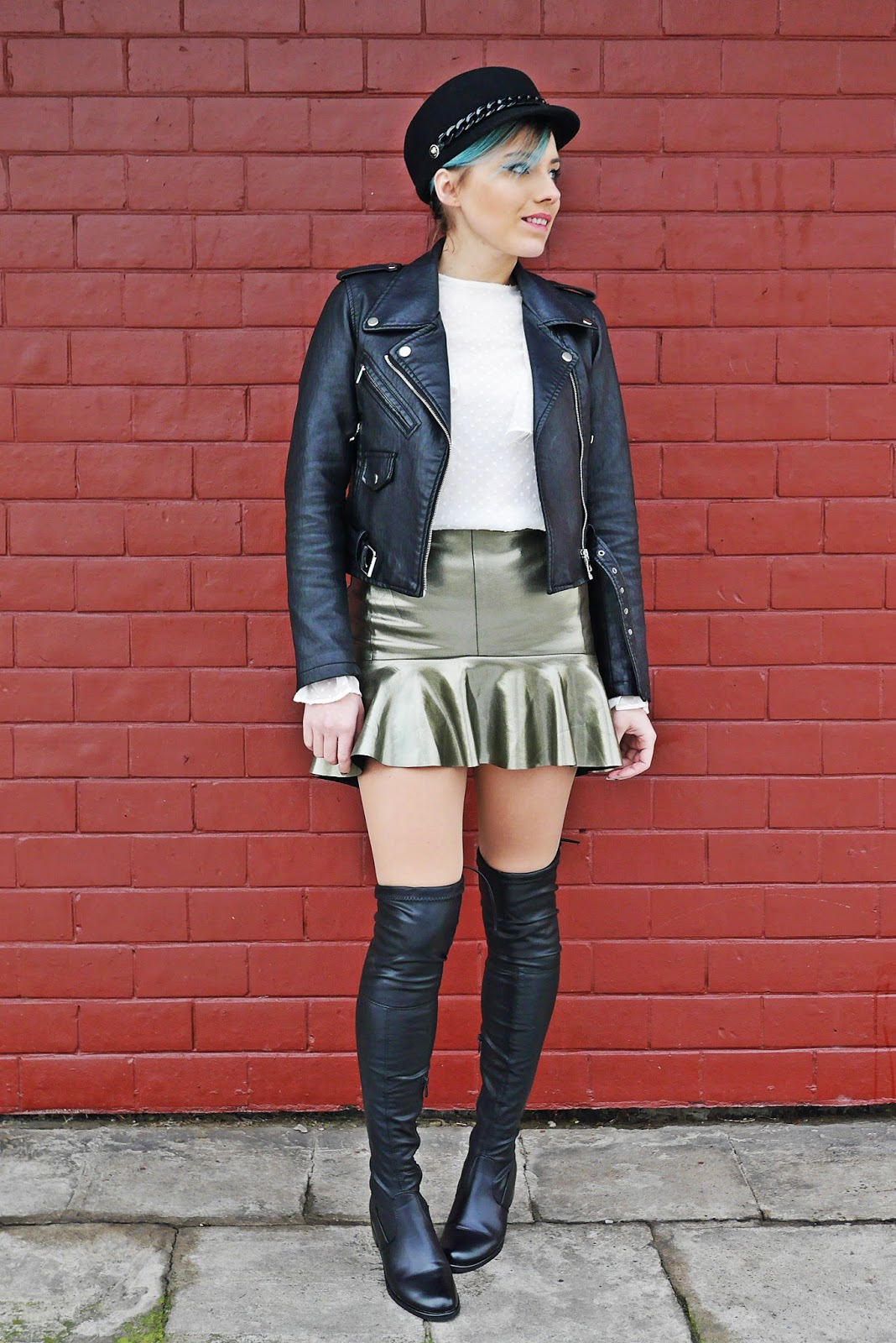 1_leather_jacket_silver_skirt_black_hat_white_shirt_karyn_blog_modowy_220118