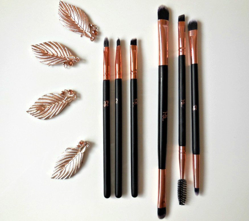 Primark rose gold  lip and eye shadow makeup brushes flat lay
