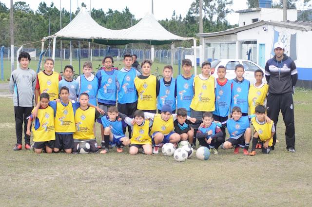 Escola de Futebol no Grêmio Cachoeira