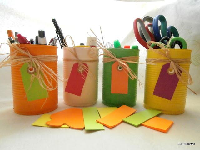 puszki po recyklingu są organizerami na przybory