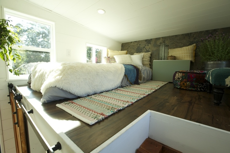 05-Guest-Bedroom-Brian-Crabb-Tiny-House-on-wheels-www-designstack-co