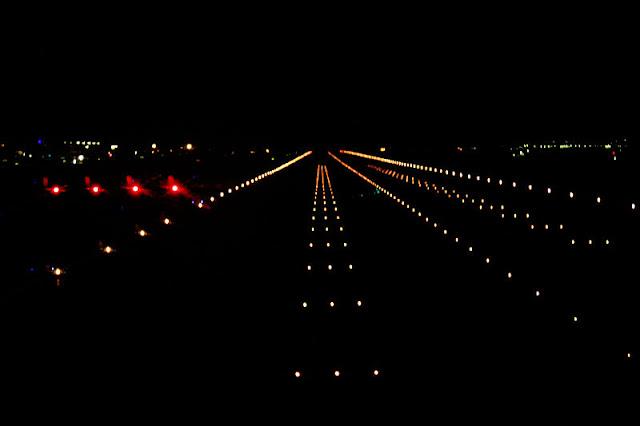 800px-Runway_16R%252C_Narita_Airport_%25284055519259%2529.jpg