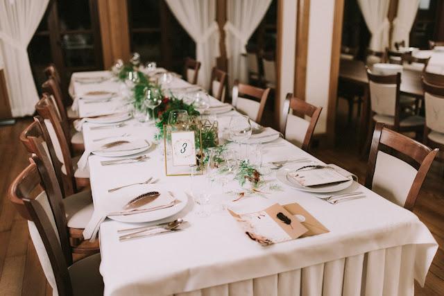 Aranżacja stołów weselnych w stylu etno.