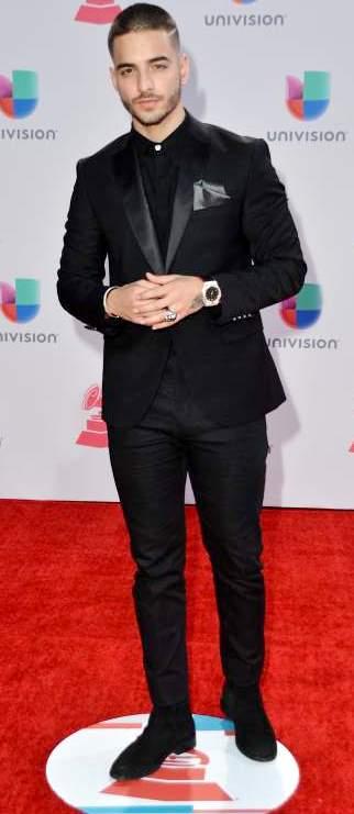 Foto de Maluma con traje elegante