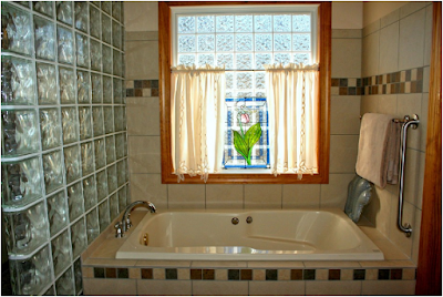 Tips for safely making a bathroom for the elderly people