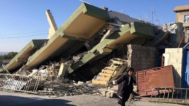 Iran Rata Dengan Tanah Usai Gempa 7,3 SR yang Tewaskan 407 Orang