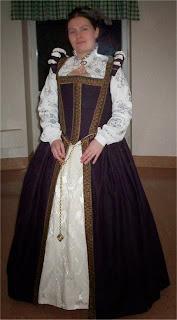 http://evashistoricalcostumes.blogspot.se/p/a-plum-coloured-gowncute-but-psycho.html