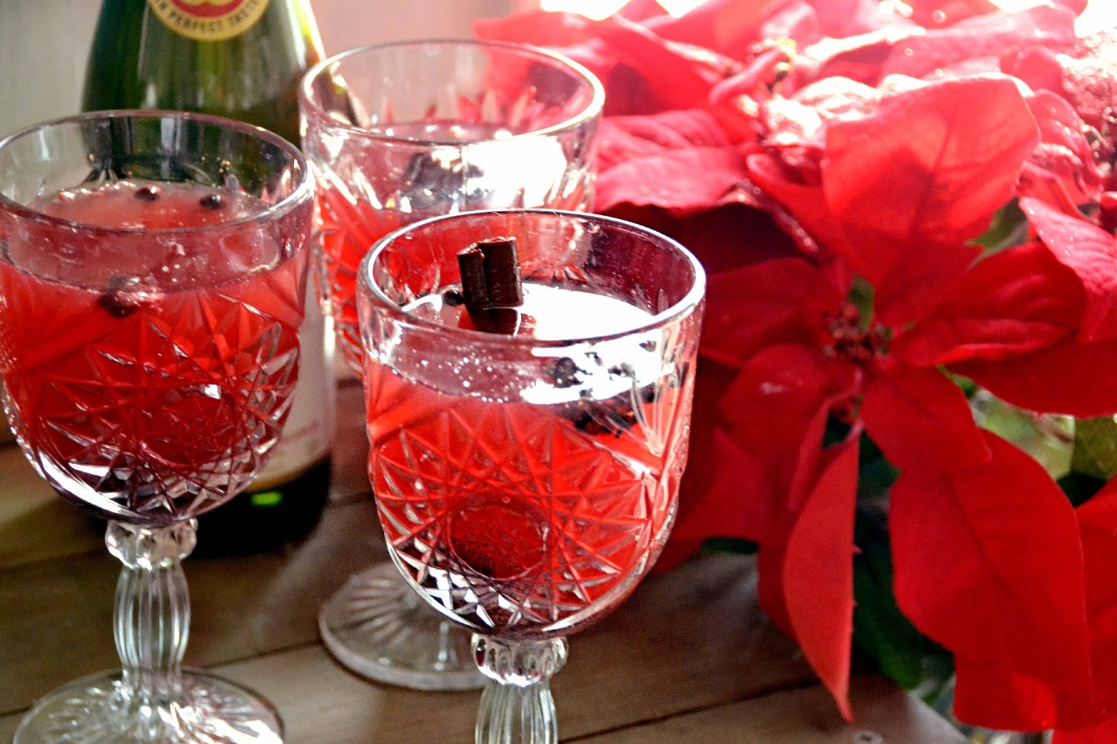 this three ingredients virgin sangrias is like christmas in a cup simplified down into just three ingredients you can now add this festive drink to any