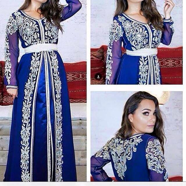 Nous mettons à votre disposition sur notre magazine et boutique caftan  Marocain vente en ligne une large gamme de caftan Bleu 2018 et toutes les  autres ... ae47987ac18