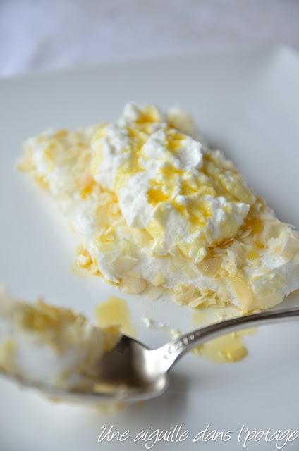 Blanc-manger de cottage cheese, râpé d'amandes et de chocolat blanc